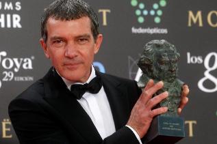 El actor, más calmado, con su Goya de Honor