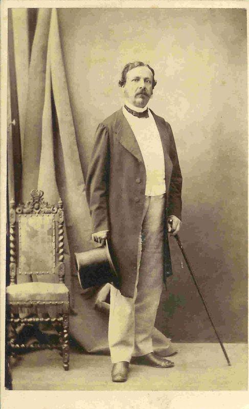 Retrato de estudio de Antonio Machado y Núñez, abuelo de los...