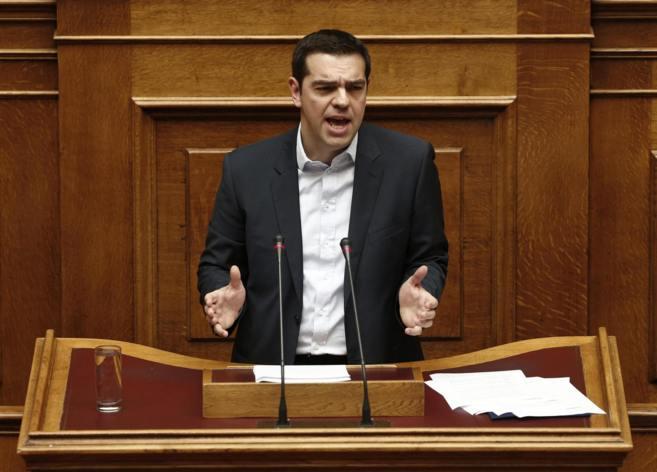 El primer ministro griego, Alexis Tsipras, durante su intervención en...