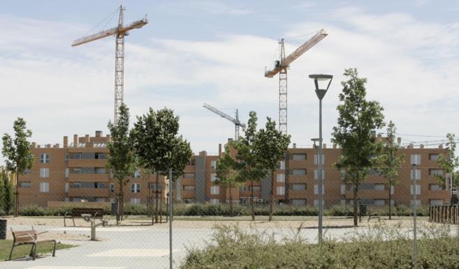 Promoción de viviendas en construcción en el área urbana de Pinto