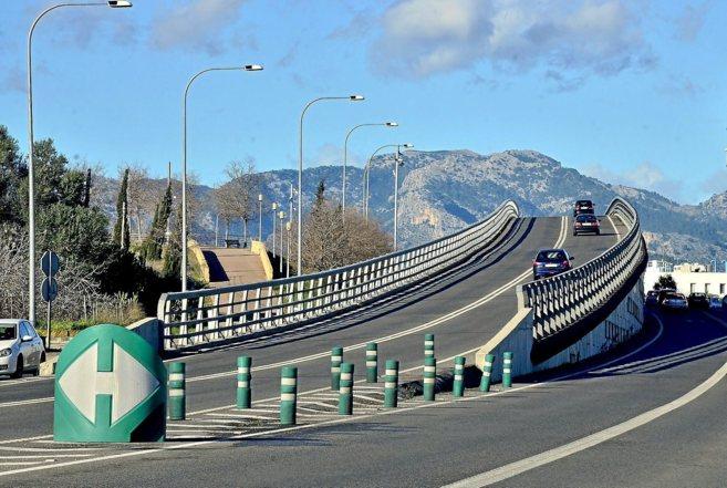 El polémico puente de acceso al Hospital de Son Espases.