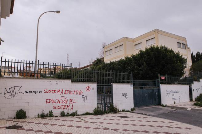 Puerta de acceso al edificio del instituto Puerto de la Torre.