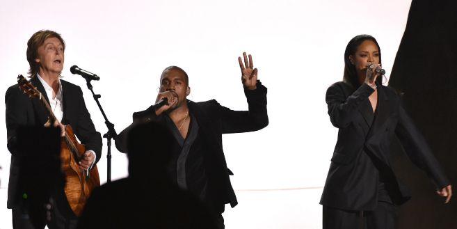 Kanye West, en plena actuación en los Grammy.