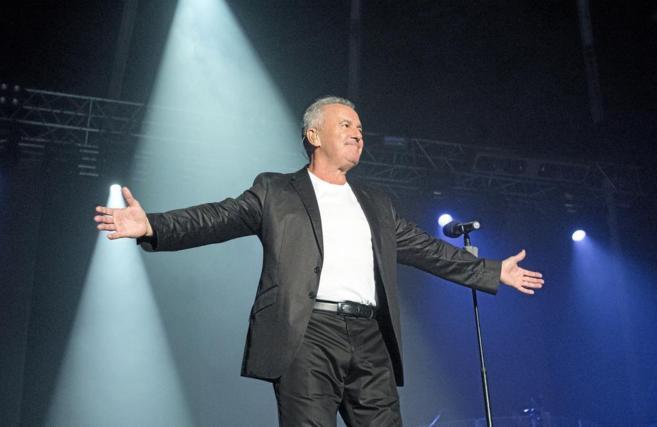 El cantante Víctor Manuel durante uno de sus conciertos.