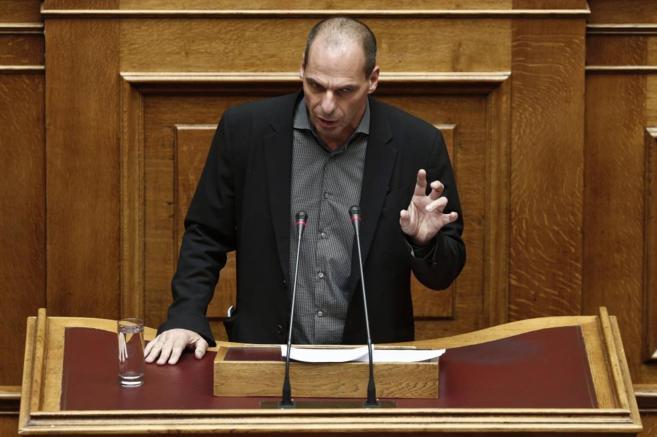 El ministro de Finanzas griego, Yanis Varoufakis, durante su...