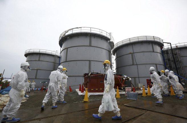 Trabajadores de TEPCO en la central de Fukushima.