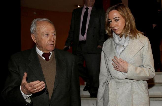 Carme Chacón, con el general Andrés Cassinello en un acto celebrado...