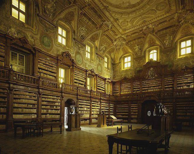 Interior de la Biblioteca dei Girolamini.