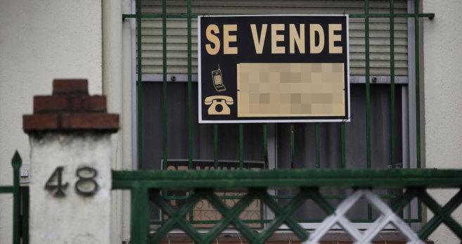 Imagen de un cartel que anuncia la venta de una vivienda en Madrid.