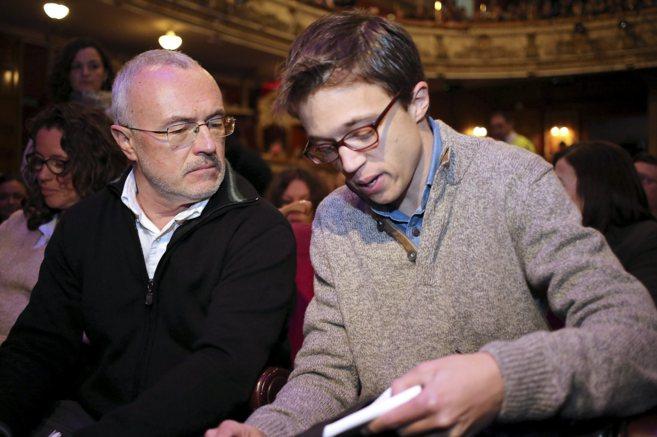 Antonio Montiel junto a Iñigo Errejón en el acto de cierre de su...