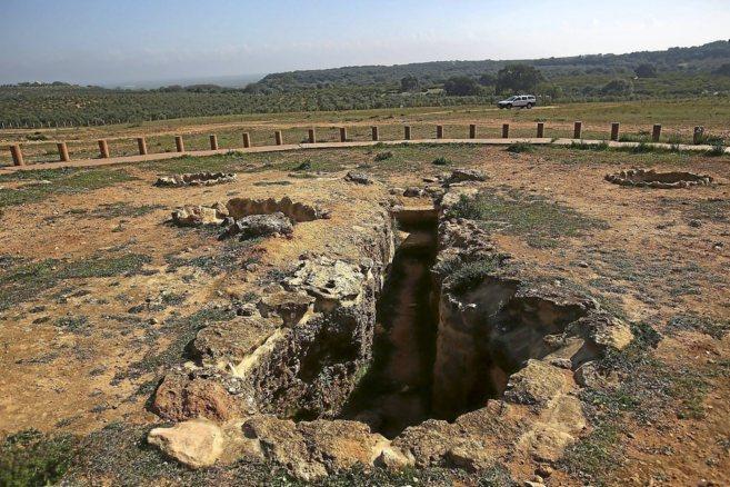Un dolmen en Alcalá de Guadaíra, en la zona de Los Alcores afectada...