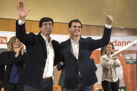 El presidente de Ciudadanos, Albert Rivera, presenta junto al candidato de Ciudadanos a la presidencia de la Junta de Andalucia, Juan Marín, a los aspirantes provinciales del partido al Parlamento andaluz.