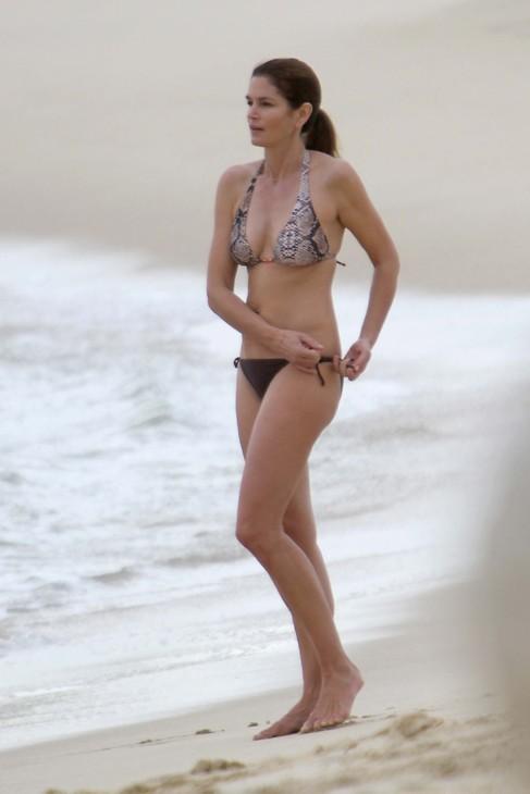 Foto: Cindy Crawford en las playas de Los Cabos, México, en 2011....