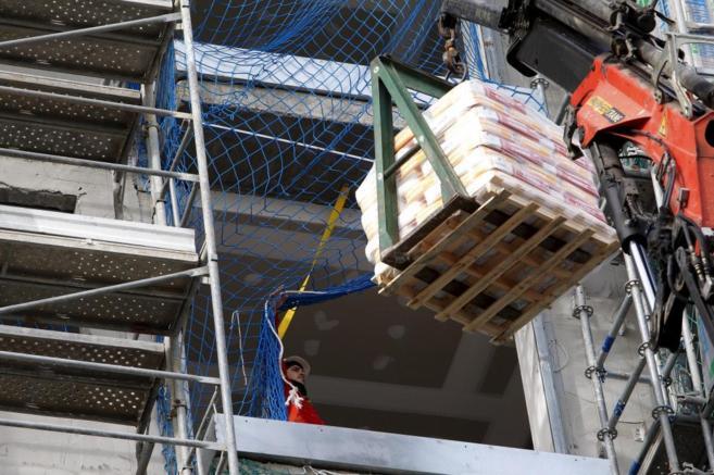 Imagen de un edificio donde se realizan labores de construcción de...