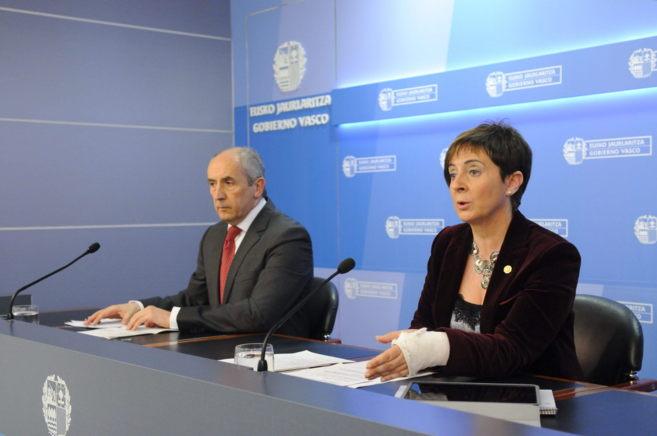 La consejera de Desarrollo Económico, Arantxa Tapia, y el portavoz...