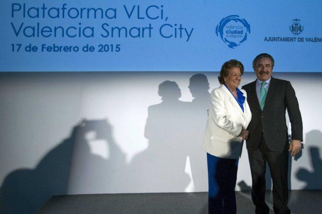 La alcaldesa, Rita Barberá, y el director general de Telefónica en...