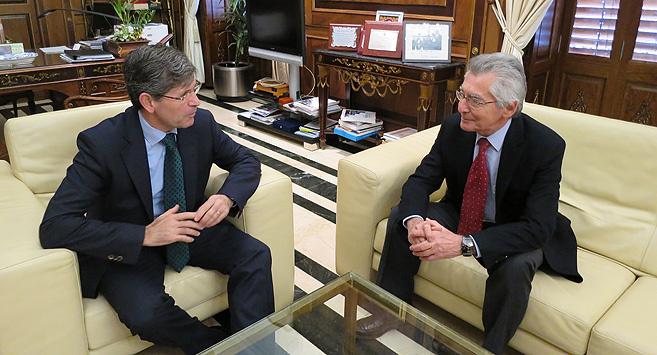 El alcalde de Castellón, este martes, con el director general de...
