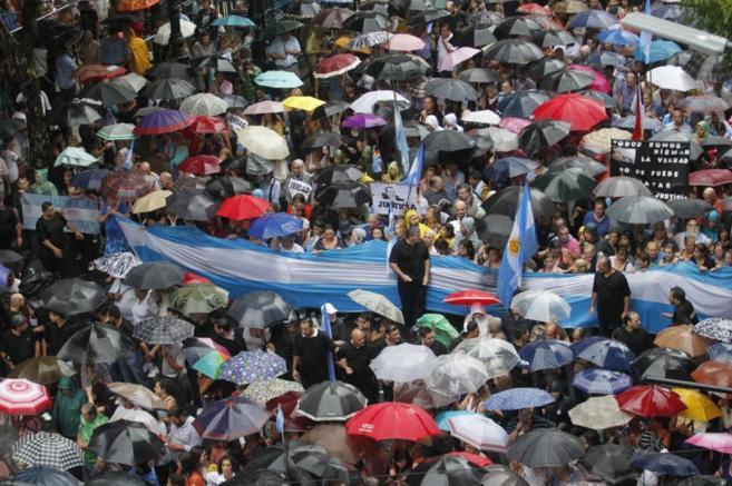 Miles de manifestantes durante un momento de la 'marcha del...