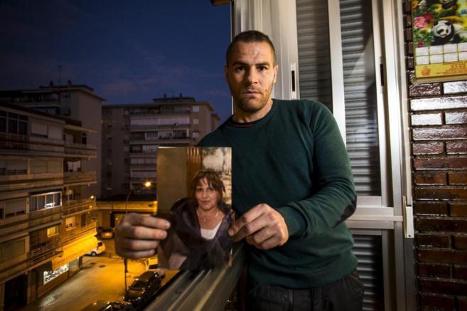 Raúl Mascuñano, hijo de María Isabel Fernández, con su foto.