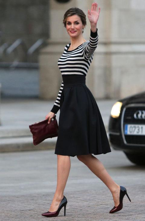 fb02a28168 La Reina Letizia ha dado una nueva lección de estilo en su reciente.