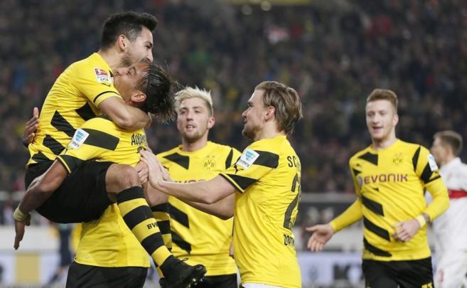 Gundogan (izq.) celebra el segundo tanto del Dortmund.