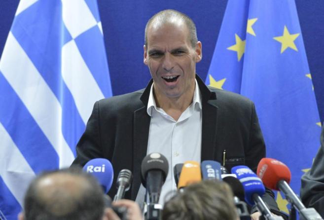 El ministro de Finanzas, Yanis Varufakis, en una rueda de prensa tras...