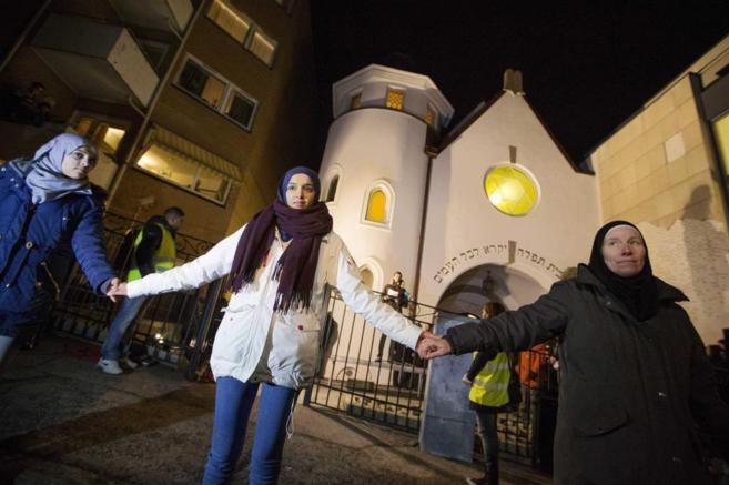 'Anillo por la paz' en una sinagoga de Oslo.