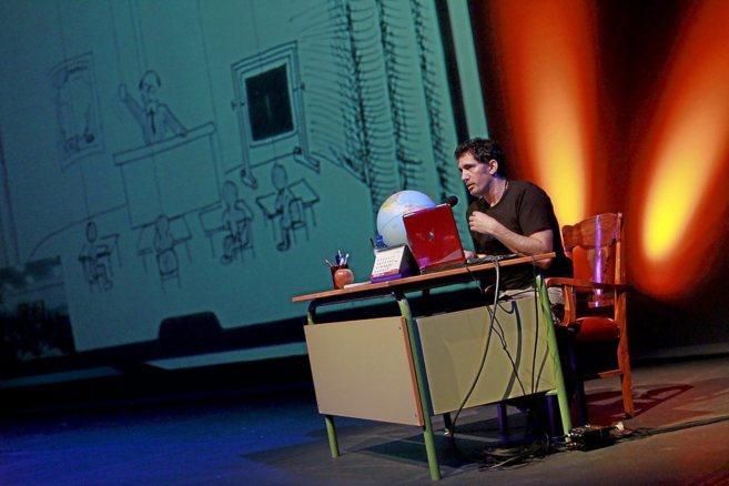El profesor César Bona, ayer en su conferencia para el 10º...