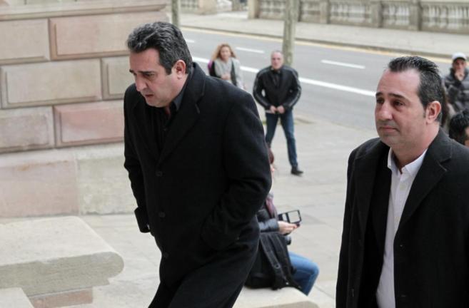 Manuel y Paco Bustos, en primer plano, y Quim Bustos, entre ambos,...