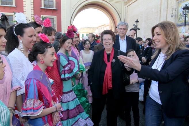 Susana Díaz, durante una visita este domingo a la feria de Umbrete.