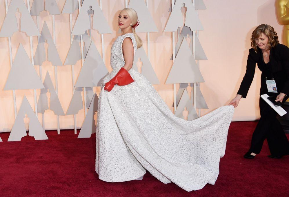 oscars 2015: lady gaga, ¿una novia blanca y radiante? - la semana