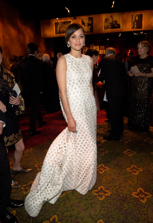 Marion Cotillard, cuyo vestido fue objeto de memes en las redes...