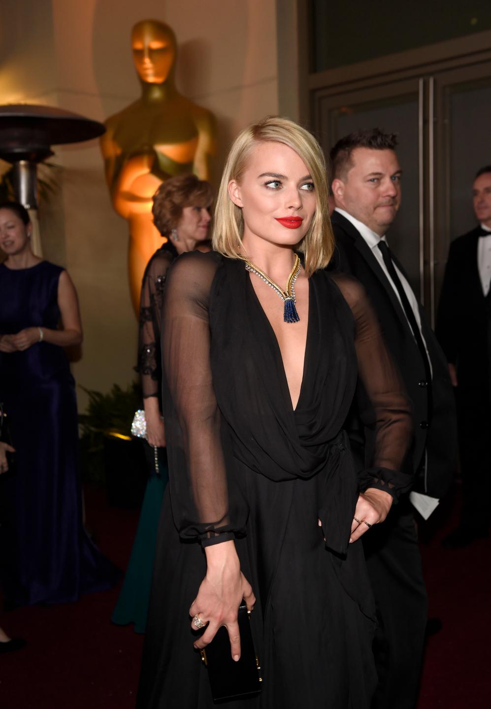 La actriz Margot Robbie, que ha vuelto al rubio, lució un...