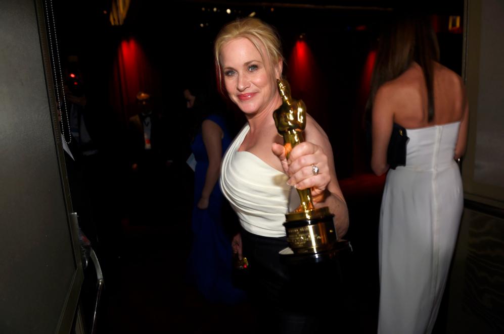 Los ganadores no sueltan su Oscar en toda la noche. A Patricia...