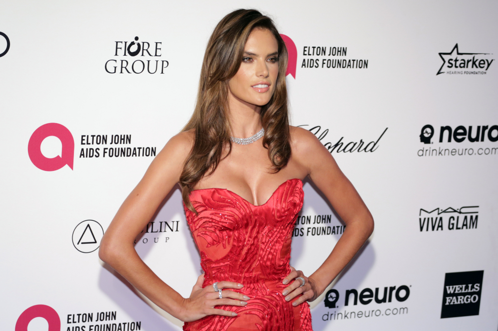 La modelo Alessandra Ambrosio, que inundó sus redes sociales con...
