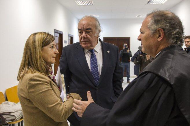La ex alcaldesa Pilar Sánchez junto con su abogado Juan Pedro Cosano.