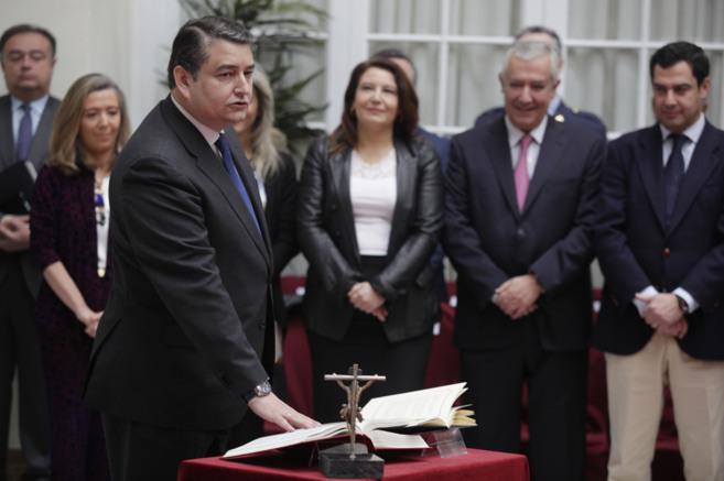El nuevo delegado del Gobierno en Andalucía , Antonio Sanz, jura su...