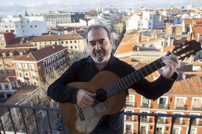 El cantautor Patxi Andión en su casa de Madrid.