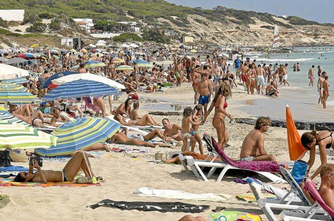 La playa de Mitjorn de Formentera en plena temporada alta.