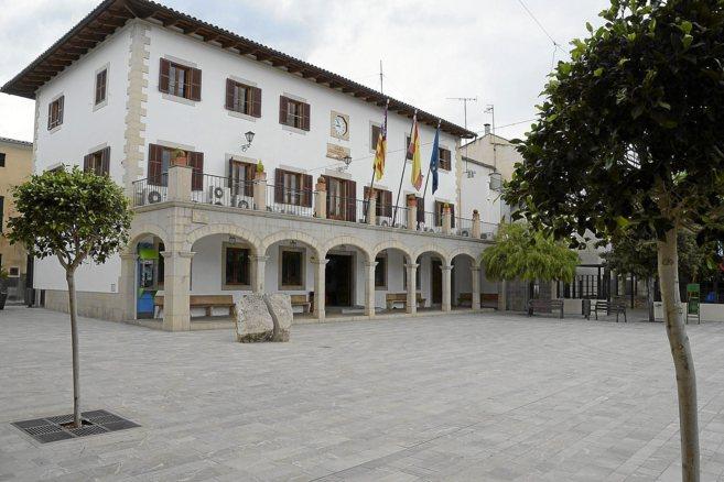 Fachada del Ayuntamiento de Sant Llorenç des Cardassar.