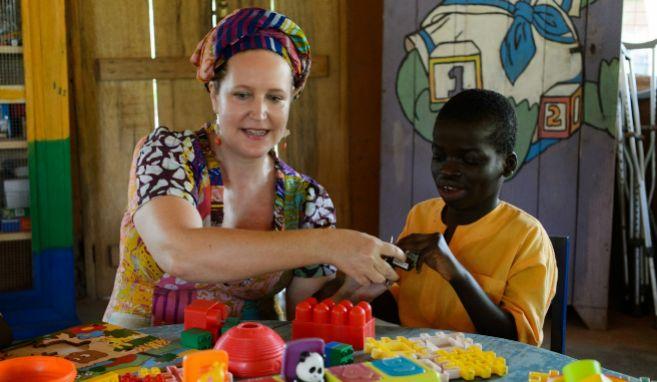 Lisa Lovatt-Smith, en el orfanato que gestiona en Ghana.