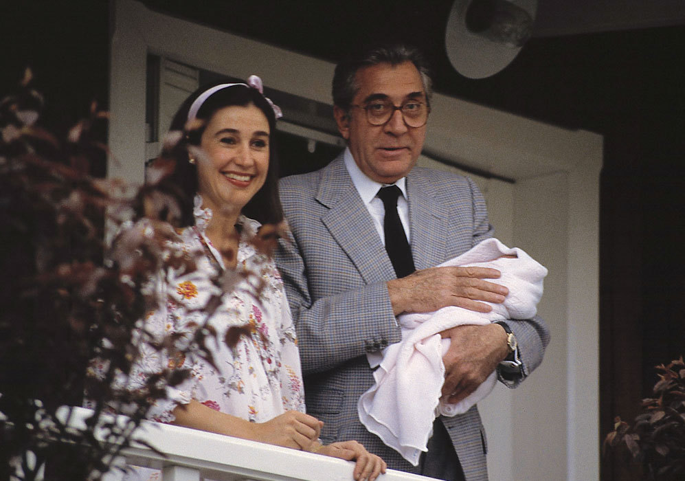 El 28 de abril de 1985, Carmen dio a luz a su tercer hijo, una niña...