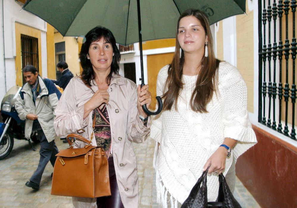 En 2004, su hijo Luis Alfonso de Borbón contrajo matrimonio con la...