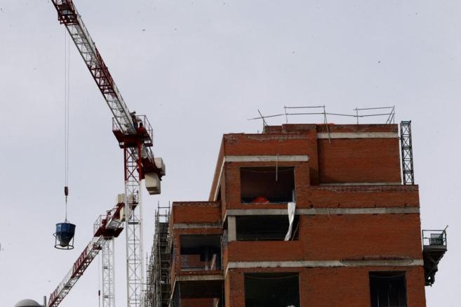 Viviendas de obra nueva en proceso de construcción, en una imagen de...