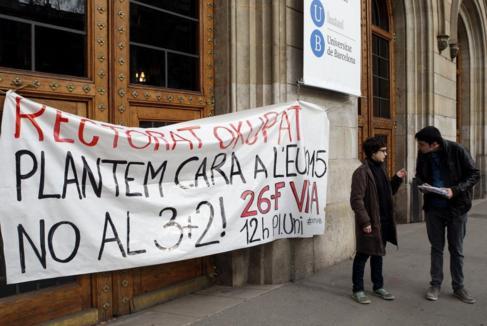 Pancartas en la Universidad de Barcelona 855b71798668f