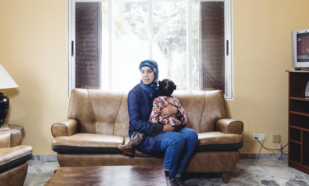 """Chadia Lemrani, 37: """"Se me mira con curiosidad más que con..."""