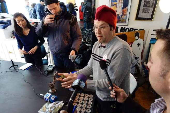 Adam Eidinger, impulsor de la legalización de la marihuana en...