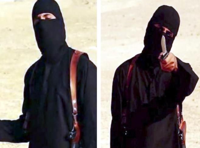 El 'yihadista John', en dos fotogramas de vídeos de...