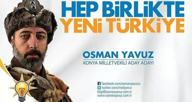 Osman Yamuz, candidato por la provincia de Konya, aparece disfrazado...