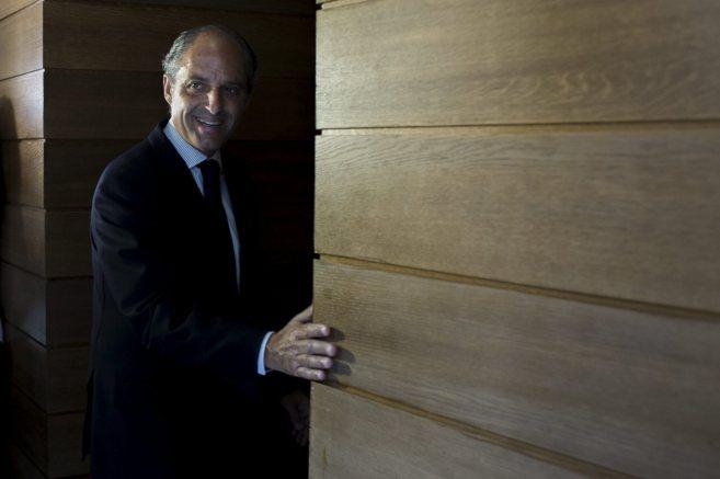 Francisco Camps, en los pasillos de las Cortes Valencianas.